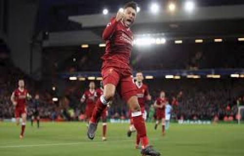 Liverpool Merana, Alex Oxlade-Chamberlain Kembali Cedera