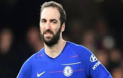 Meski Belum Moncer, Higuain Tegaskan Niat Bertahan di Chelsea